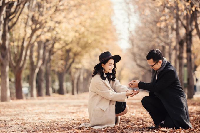 Thiên nhiêntrời thu trở thành phông nền lãng mạn giúp tôn chủ thể chính là Thu Hà - Việt Dũng.
