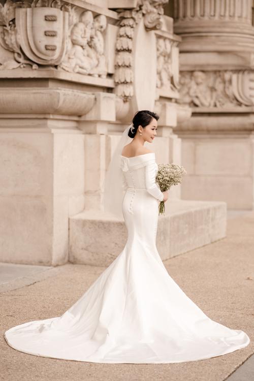 Váy có độ ôm, tôn đường cong cơ thể.