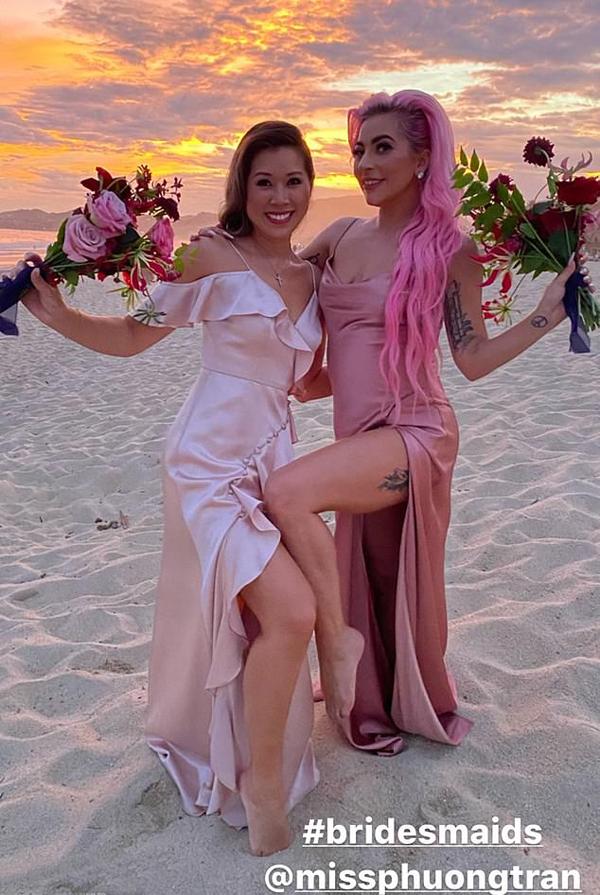 Gaga làm phù dâu cùng cô bạn khác - nghệ sĩ trang điểm gốc Việt Phương Trần.