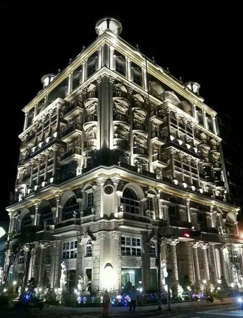 Biệt thự 8 tầng nơi Hu Han-feng sống cùng vợ con và nhân tình ở Tân Trúc, Đài Loan. Ảnh: Taiwannews.