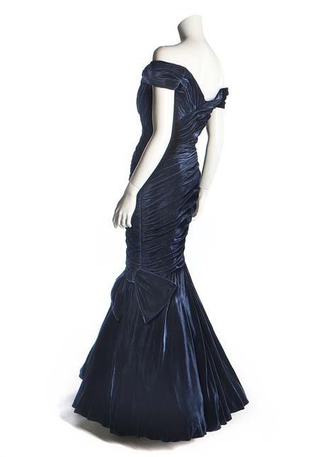 Chiếc đầm nhung mang tính biểu tượng của bà Diana. Ảnh: BNPS.