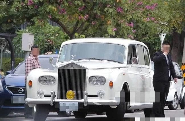 Xe cưới của Lâm Chí Linh.