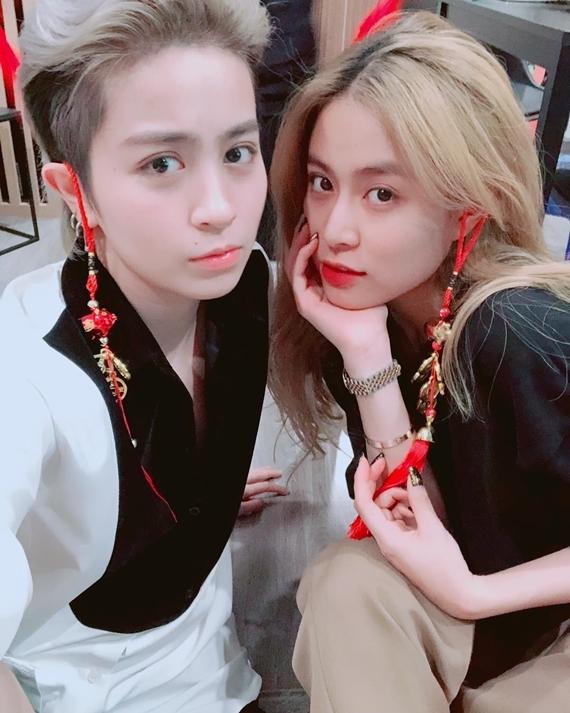 Hoàng Thùy Linh (phải) - Gil Lê.