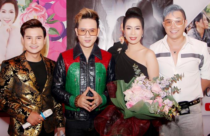 Ca sĩ Nguyên Vũ, người mẫu Nam Phong thân thiết với Trịnh Kim Chi nhiều năm nay. MC Trường Giang (ngoài cùng bên trái) dẫn dắt buổi ra mắt kênh giải trí của Á hậu.