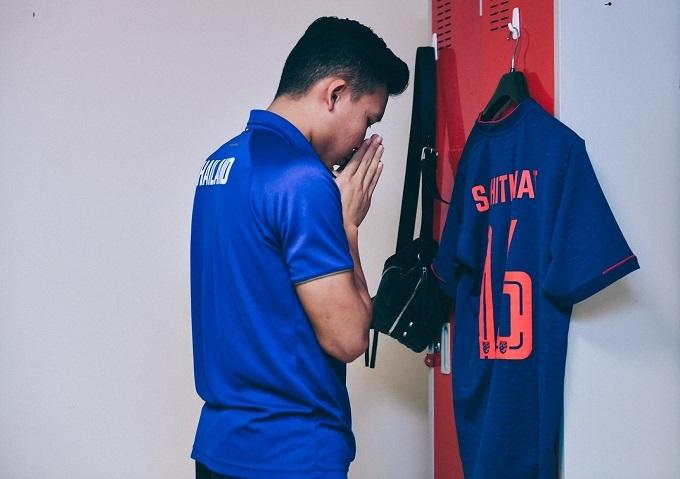 Cầu thủ Thái cầu nguyện. Ảnh: Changseuk