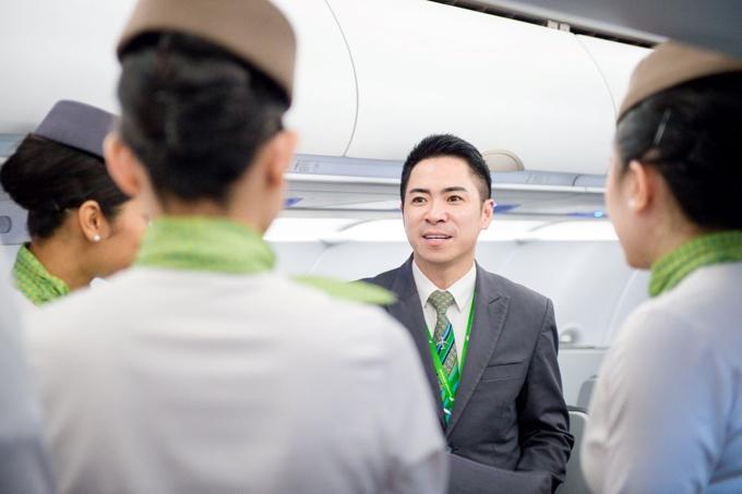 Anh Lê Đăng Khoa – Đoàn trưởng Đoàn tiếp viên Bamboo Airways là người đã dành trọn tâm huyết tạo ra chiếc huy hiệu cánh bay này