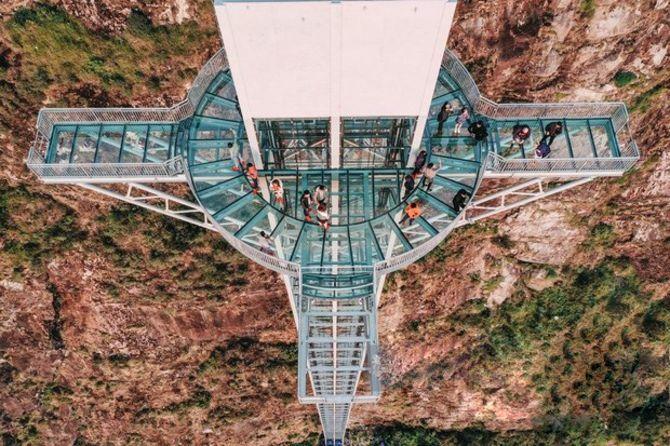 Самый высокий стеклянный мост во Вьетнаме открылся на севере страны