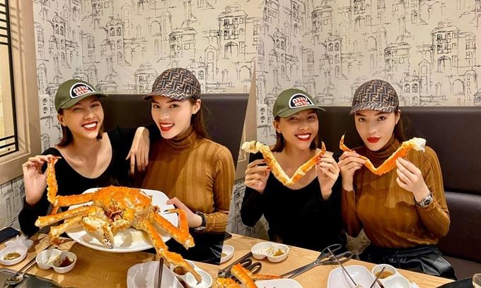 Ở Noryangjin, cua hoàng đế thường chỉ làm kiểuhấp, mai cua đem đi trộn cơm. Cách chế biến hải sản của ngườiHàn Quốckhông đa dạng như Việt Nam, hầu hết chỉ hấp, luộc, nướng mọi... Vì thế món ăn ngon hay dởphụ thuộc phần lớn vào độ tươi sống của nguyên liệu.