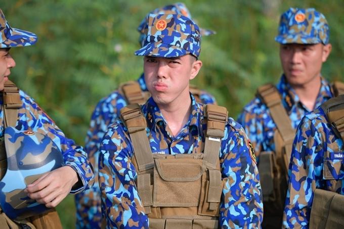 Một khoảnh khắc căng thẳng của Minh Châu trong quân ngũ.
