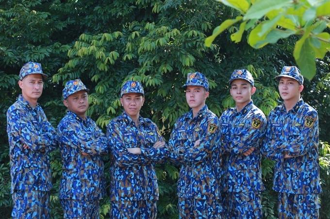 Từ trái sang: Huy Khánh, La Thành, Anh Đức, Minh Châu, Jun Phạm, Bê Trần.