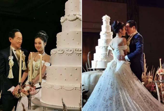 Cô dâu chú rể tình cảm cắt bánh, ôm nhau trong hôn lễ ở khách sạn 5 sao Bangkok. Ảnh: Khaosod.