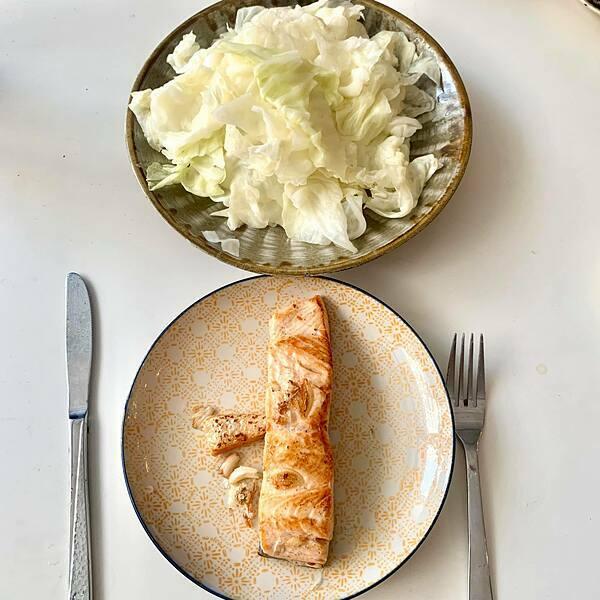 Thực đơn của cô trong tuần ép cân chỉ gồm rau luộc, cá hoặc ức gà hấp ăn kèm chút nước mắm.