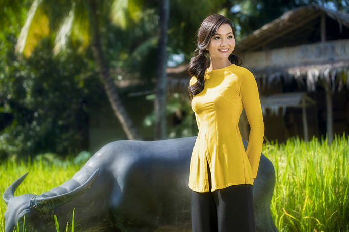 HHen Niê mặc áo bà ba Thuận Việt