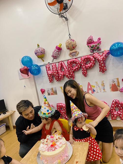 Vợ chồng Hoài Lâm - Bảo Ngọc tổ chức tiệc mừng sinh nhật 2 tuổi cho con gái đầu - bé Gà.