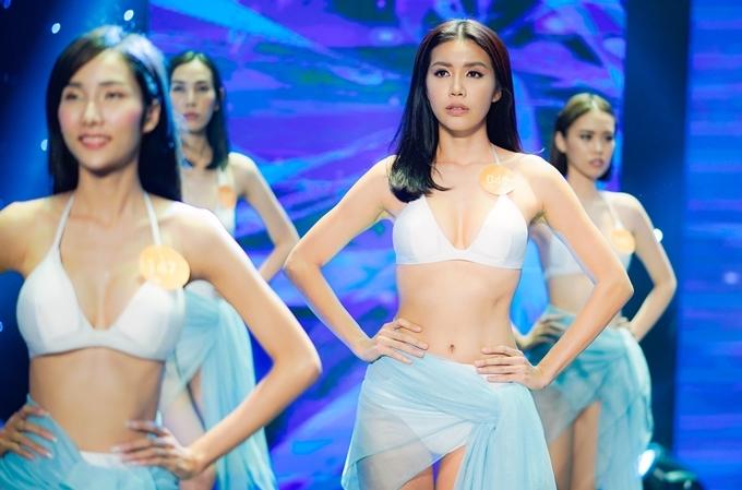 Nhiều phần thi Hoa hậu được tái hiện trong phim.