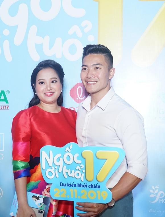 Vợ chồng MC Hồng Phượng - nghệ sĩ xiếc Quốc Cơ sánh vai dự sự kiện.