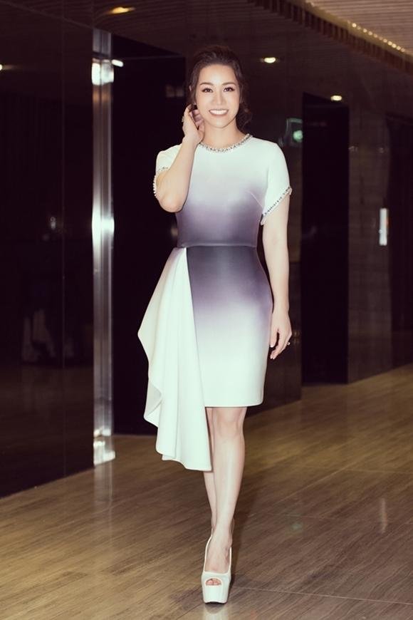 Nhật Kim Anh xuất hiện ở sự kiện với tinh thần vui vẻ. Cô tâm sự đã theo đuổi sự nghiệp kinh doanh mỹ phẩm 7-8 năm nay.