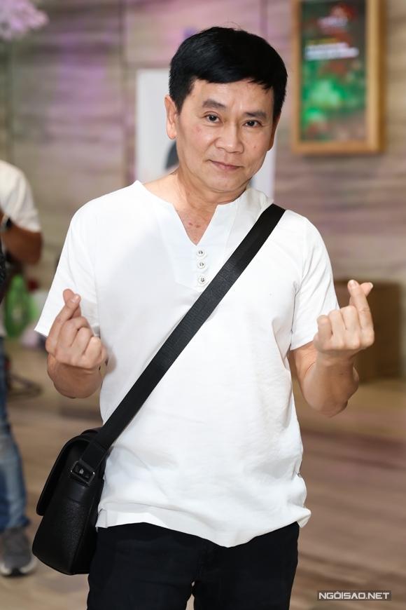 Danh hài Mai Sơn đến từ sớm để chung vui cùng Nhật Kim Anh. Bà xã Kiều Linh của anh không đi chung.