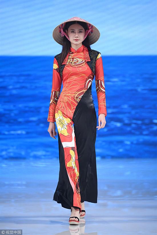 Khán giả Việt nổi giận khi thấy nón lá, trang phục giống áo dài được chú thích là phong cách Trung Quốc.