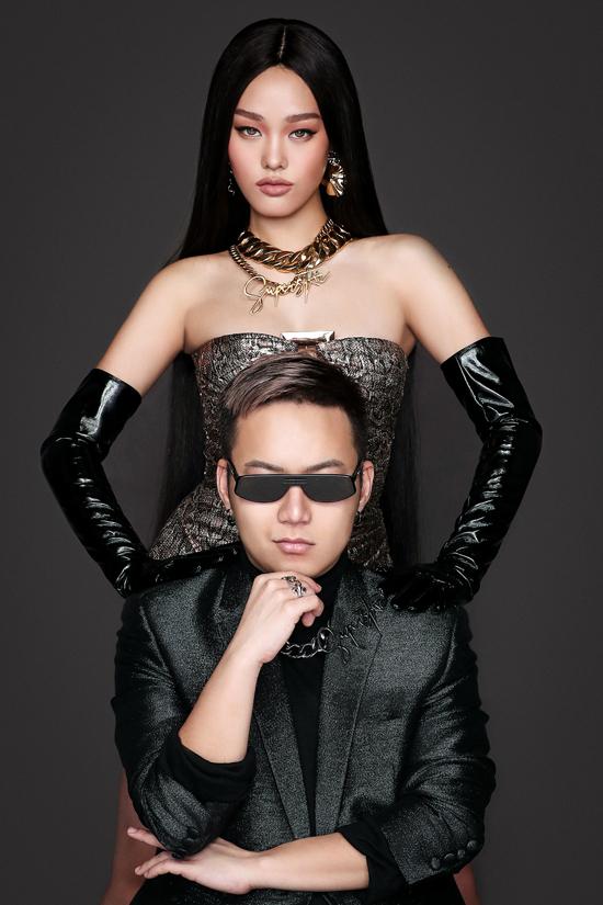 Các thiết kế mới lấy ý tưởng từ vẻ đẹp của những biểu tượng thời trang nổi tiếng qua nhiều giai đoạn. Theo Chung Thanh Phong, show diễn này này có thông điệp kêu gọi mỗi người luôn tự tin thể hiện cá tính và khẳng định phong cách riêng, bởi ai cũng là một ngôi sao đặc biệt và duy nhất.