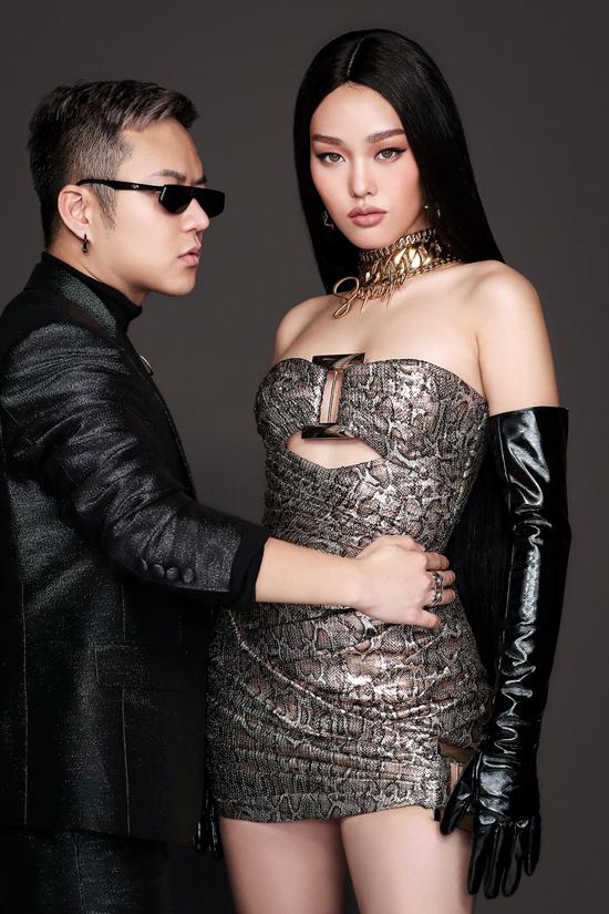 Chung Thanh Phong chọn người mẫu trẻ Gyečuková Lenka làm nàng thơ thể hiện các thiết kế mới trong video và bộ ảnh quảng bá cho show diễn.