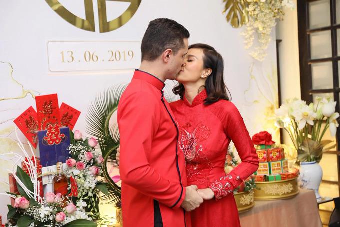 13/6, MC Phương Mai tổ chức lễ ăn hỏivới ông xã ngoại quốc tại Hà Nội sau gần một năm hẹn hò. Đám cưới có sự chính kiến của gia đình và bạn bè hai bên. Bố mẹ chồng Phương Mai từ Ba Lan cũng sang Việt Nam tham dự.