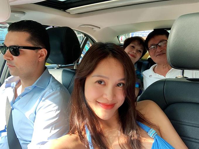 Sáng 21/11, Phương Mai được chồng và bố mẹ đẻ đưa vào một bệnh viện quốc tế ở TP HCM để sinh mổ. Cô và cả gia đình rất háo hức vì sắp được đón thành viên mới chào đời.