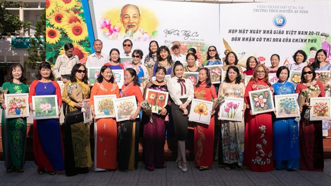 Thầy cô giáo trường THCS Nguyễn An Ninh rất tự hào về cô học trò Lý Nhã Kỳ nay đã thành công, nổi tiếng cả trong và ngoài nước.