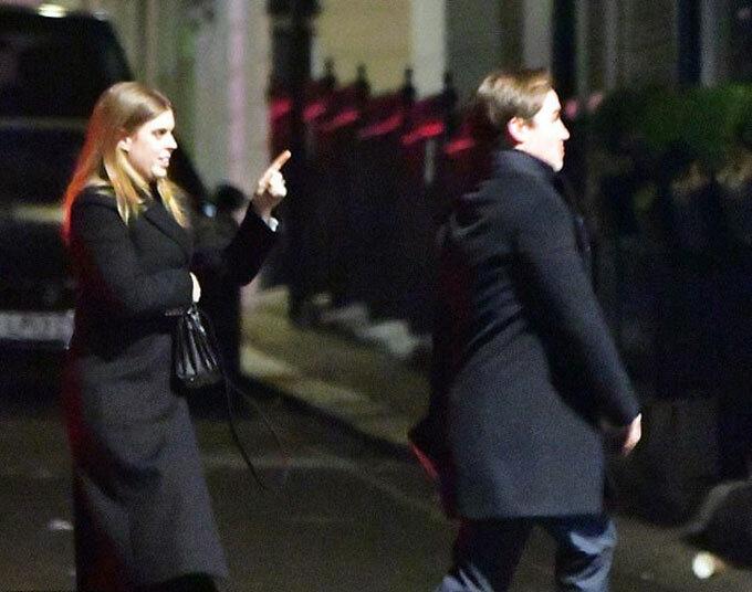 Công chúa Beatrice (31 tuổi) tới câu lạc bộ đêm cùng hôn phuEdoardo Mapelli Mozzi ở London tối 20/11. Ảnh: Backgrid.