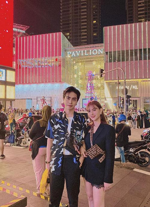 Ca sĩ Thu Thủy và chồng trở lại Malaysia sau hai năm.