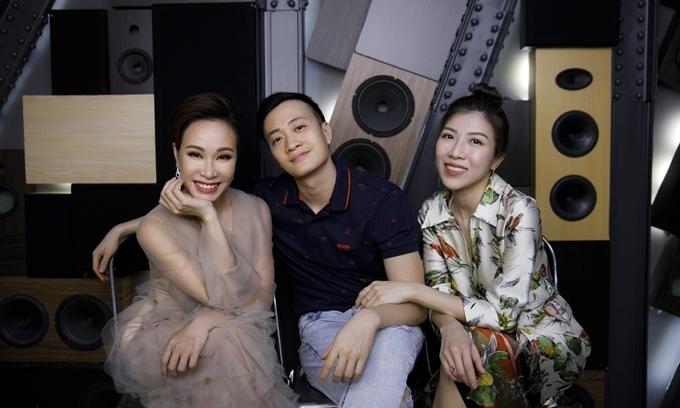 Uyên Linh, Lương Mạnh Hải và Trang Pháp (từ trái qua) họp mặt ở phòng thu.