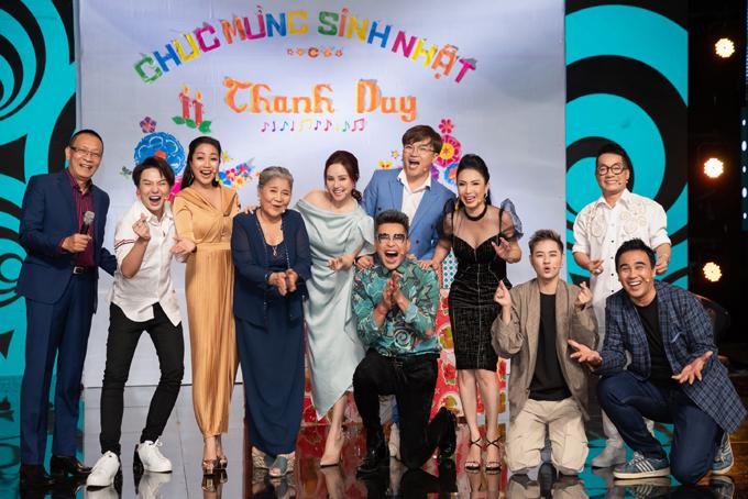 Buổi ghi hình trùng với dịp sinh nhật của Thanh Duy nên êkíp thực hiện và các nghệ sĩ tổ chức chúc mừng quán quân Gương mặt thân quen.