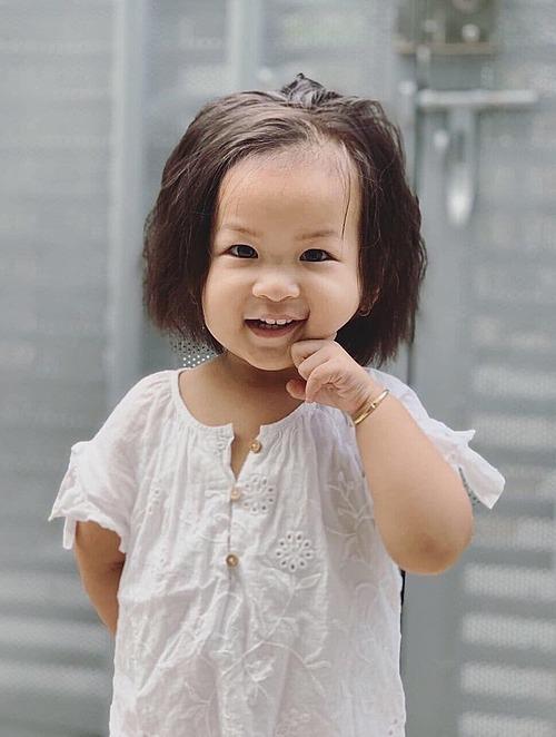 Phoebe càng lớn càng nhiều trò nên Yến Phương lại phải chăm chỉ học hỏi các kiến thức nuôi dạy con.
