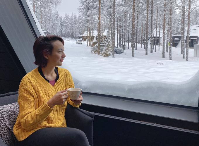[Caption]hám phá Phần Lan bằng những chương trình được thiết kế đặc biệt, như lái xe giữa đêm đông săn Aurora (Bắc Cực Quang) - một hiện tượng thiên nhiên thú vị vùng cực bắc thế giới; hay thả nổi mình xuống hồ lạnh giá, ngắm bầu trời mùa đông;