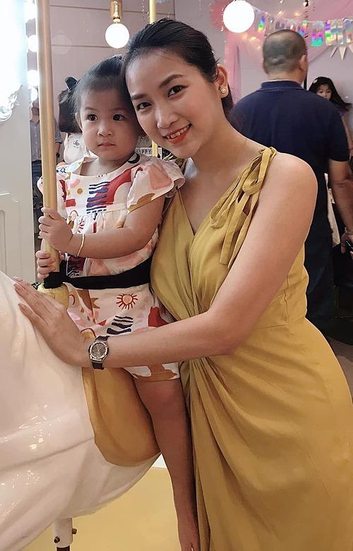 Dù bận rộn công việc, Yến Phương vẫn dành phần lớn thời gian cho con.