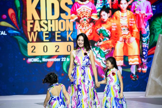 Hoa hậu Hương Giang cùng hai con gái là Tiểu Panda và Polar sẽ là những gương mặt trình diễn bộ sưu tập của nhà thiết kế Mountain Yam (Hong Kong)