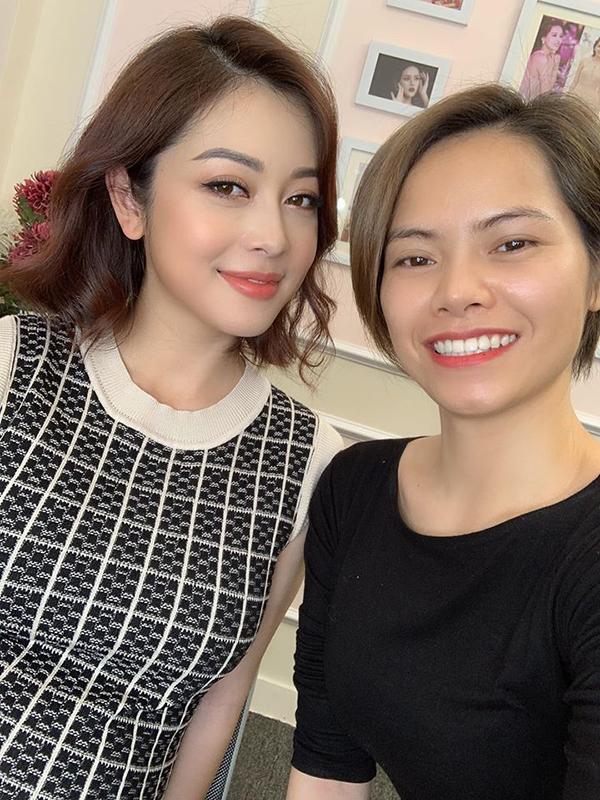 Jennifer Phạm tại hậu trường buổi chụp hình hôm 21/11.