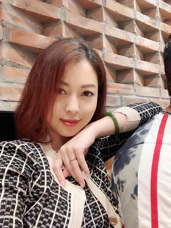 Nhan sắc Jennifer Phạm khi mang bầu 6 tháng.