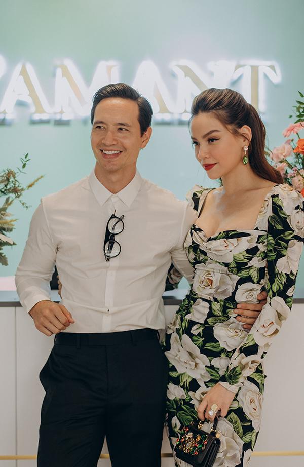 Hồ Ngọc Hà cùng Kim Lý từ Sài Gòn ra Hà Nội dự sự kiện.