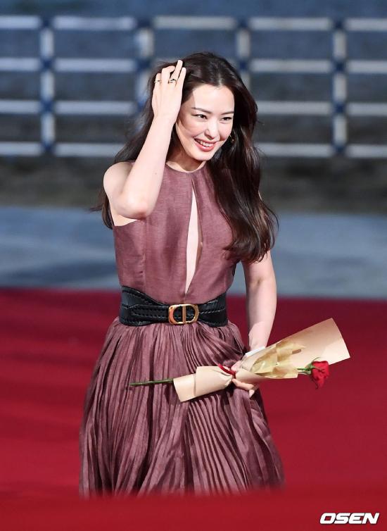 Dự Lễ trao giải tối qua là nhiều gương mặt của showbiz như Hoa hậu Hàn Honey Lee.