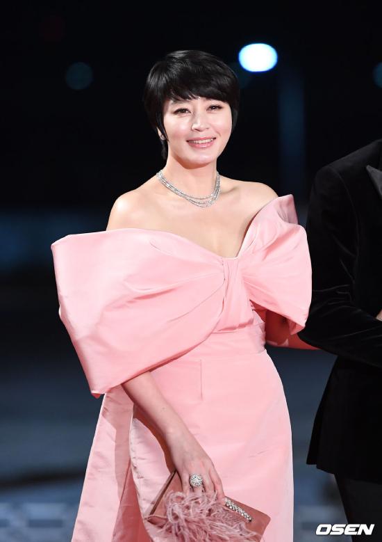 Kim Hye Soo để tóc tém - 3