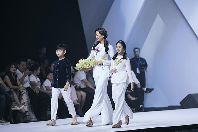 HHen Niê diễn thời trang cùng mẫu nhí - 1