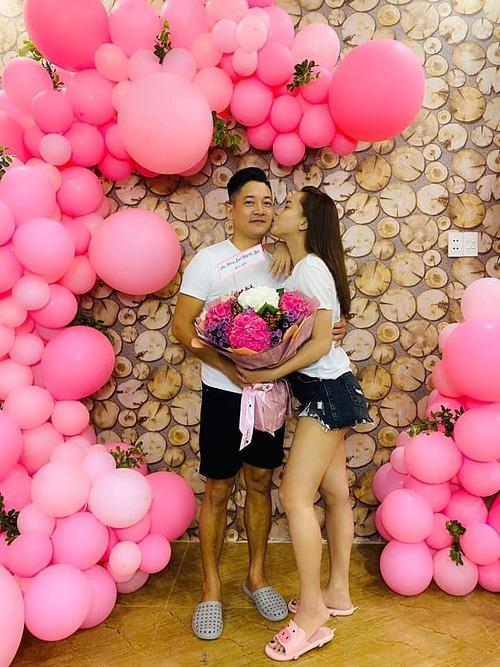 Vợ chồng Hải Băng - Thành Đạt vẫn lãng mạn như thuở ban đầu.