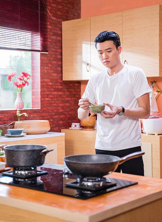 Nam diễn viên chia sẻ anh không thường xuyên vào bếp nhưng nấu ăn khá ổn.