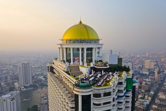 Sirocco nằm trên tầng 63 tòa nhà Lebua State Tower, từng là phim trường của The hangover part II (Ba chàng lính ngự lâm)