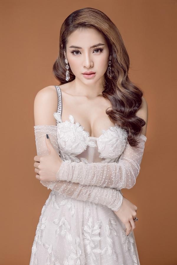 Ca sĩ Phương Trinh Jolie.