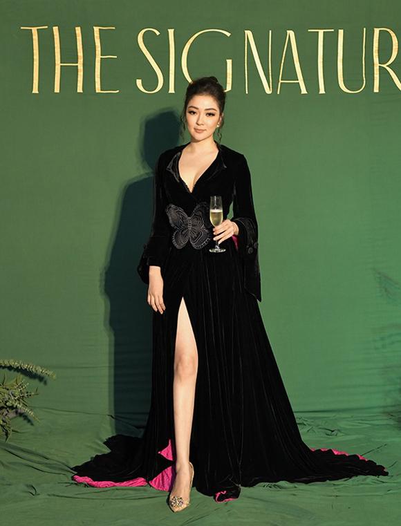 Ở lần tái xuất hiếm hoi, hoa hậu Nguyễn Thị Huyền ghi điểm bởi nhan sắc mặn mà cùng phong cách yêu kiều, sang trọng.