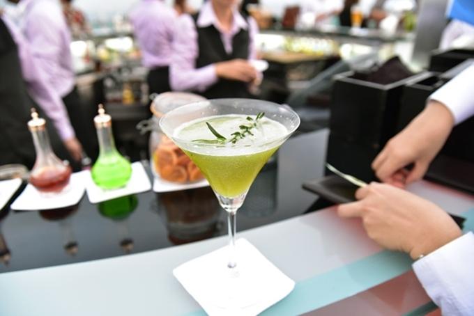Hangovertini cocktail là thức uống đặc trưng ở đây, đặt tên dựa trên phim The Hangover. Ly nước pha chế từ rượu mùi trà xanh, Scotch whiskey, Martini Rosso, nước ép táo xanh và hương thảo ngâm mật ong. Món nước này khá dễ uống, thích hợp với cả phái nam lẫn nữ.