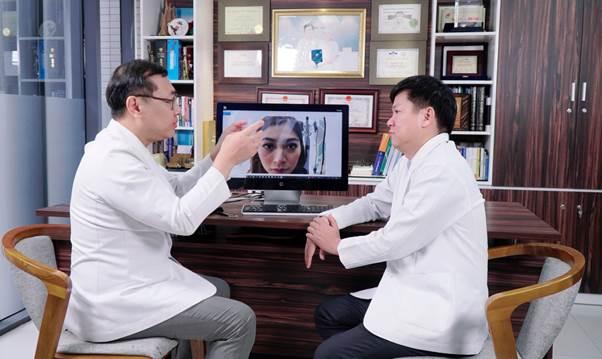 Hai chuyên gia trao đổi về công nghệ cấy mỡ Multi+.
