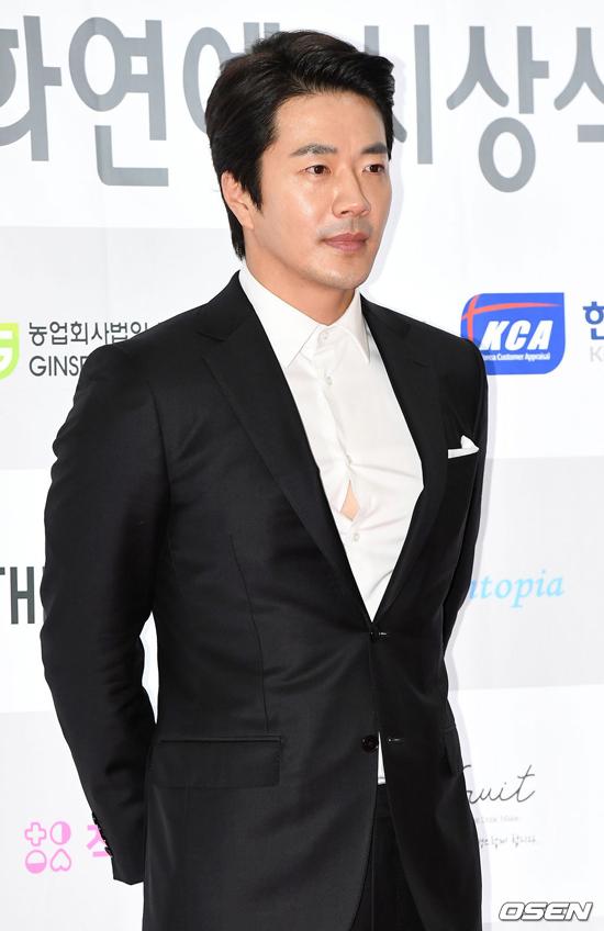 Tài tử Kwon Sang Woo.